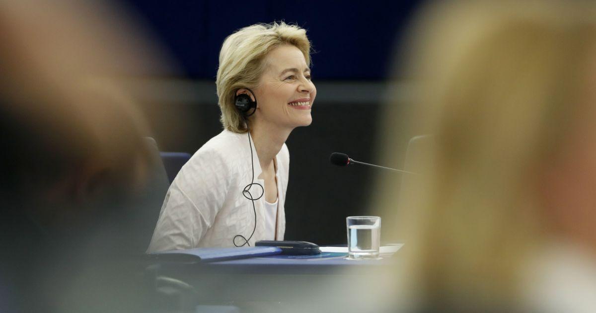 Европарламент назначил Урсулу фон дер Ляйен председателем Еврокомиссии : кто она и что это означает для Украины