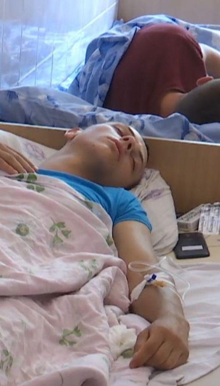 На Ровенщине с симптомами отравления госпитализировали 39 человек, которые ели в одной кофейне