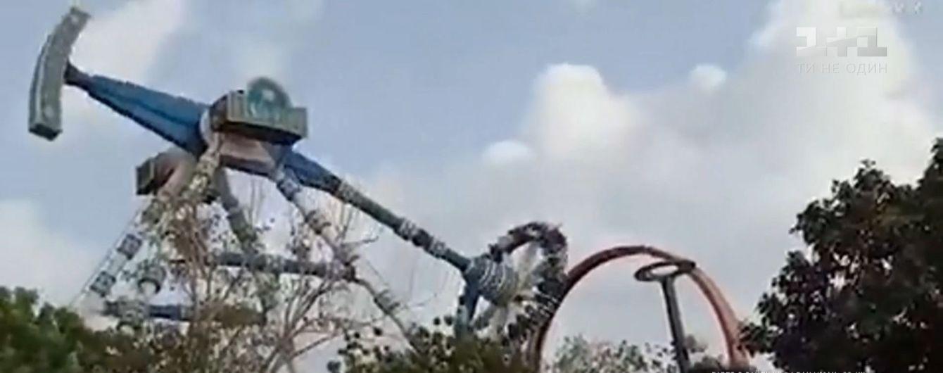 В Індії атракціон тріснув навпіл: двоє людей загинули