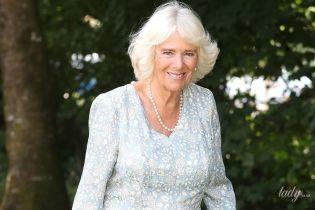 """Майже як королева Англії: герцогиня Корнуольська в """"квітковому"""" образі з'явилася на публіці"""