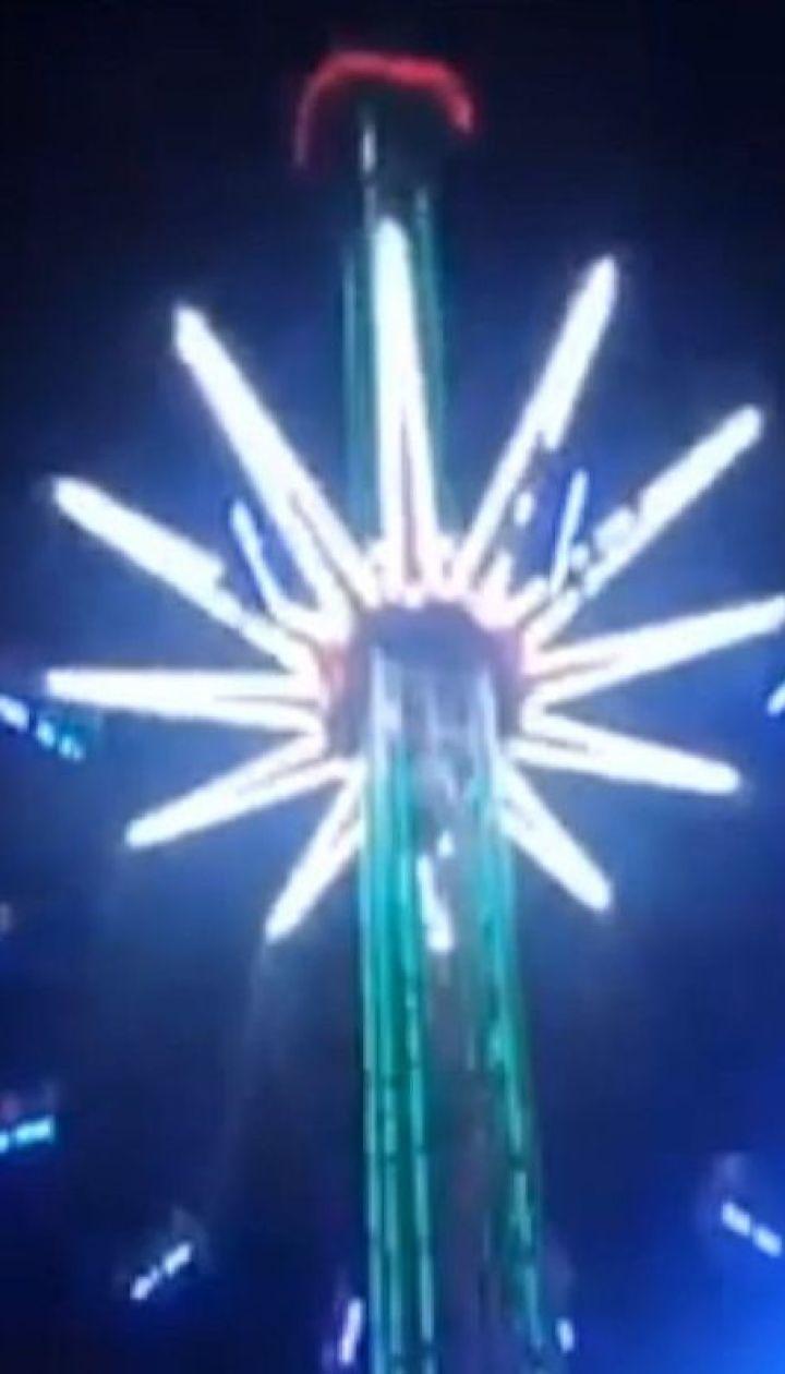 В Кирилловке посетители аттракциона в течение часа висели на 25-метровой высоте