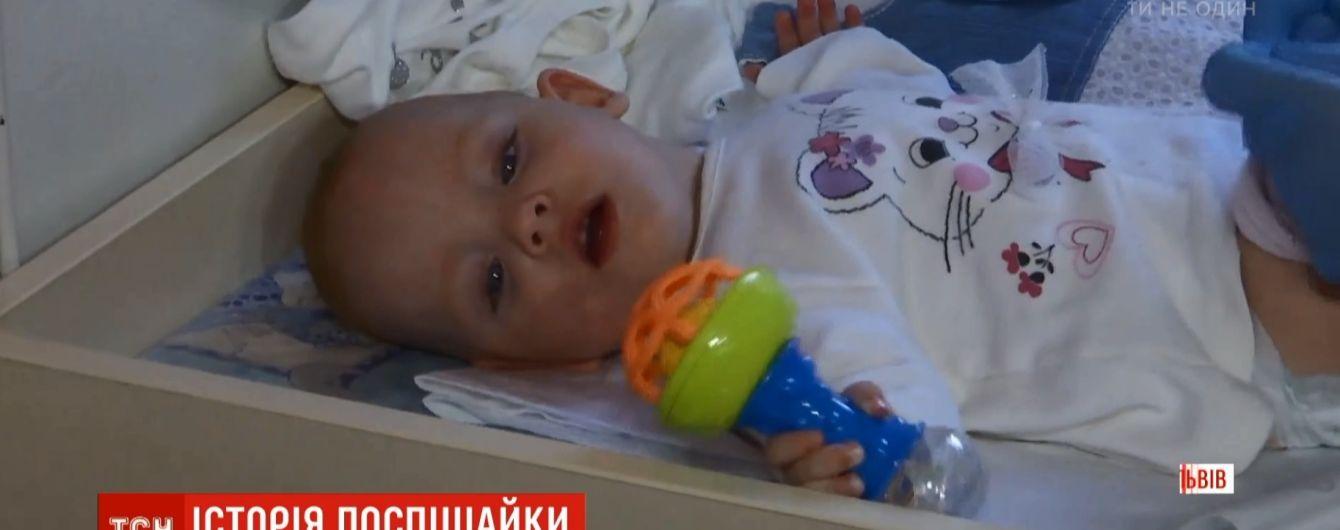 Во Львове медики спасли крохотного новорожденного младенца весом в полкило