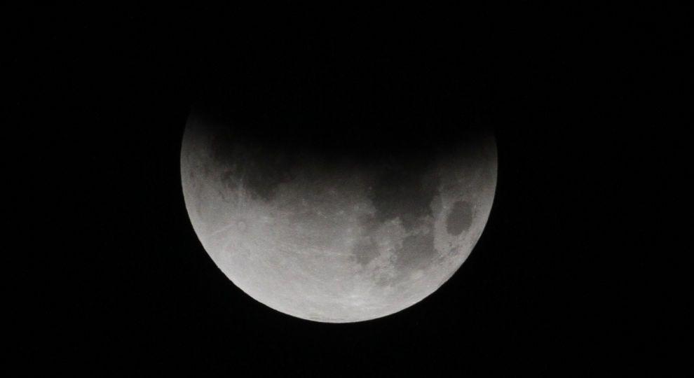 Для тих, хто пропустив. Яким було місячне затемнення в різних куточках планети