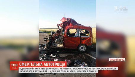 На Николаевщине легковушка столкнулась с автобусом: погибли двое детей и их отец