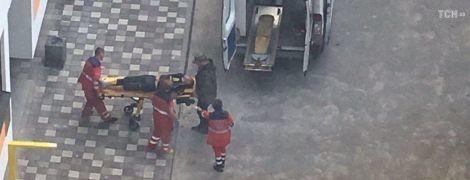 Мужчину, который пытался убежать из окна на простынях, заперла в квартире жена