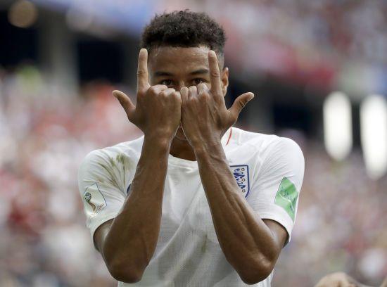 Футболіст збірної Англії залишив автограф маленькому фанату на незвичайному місці