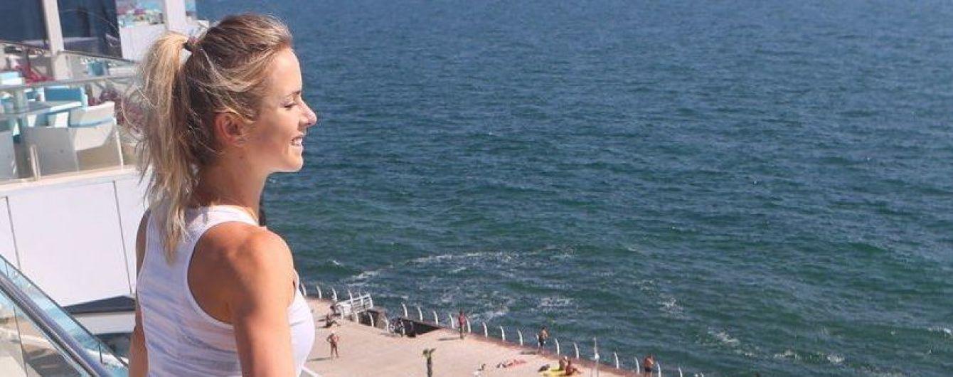 Свитолина понежилась под украинским солнышком и показала свои ножки
