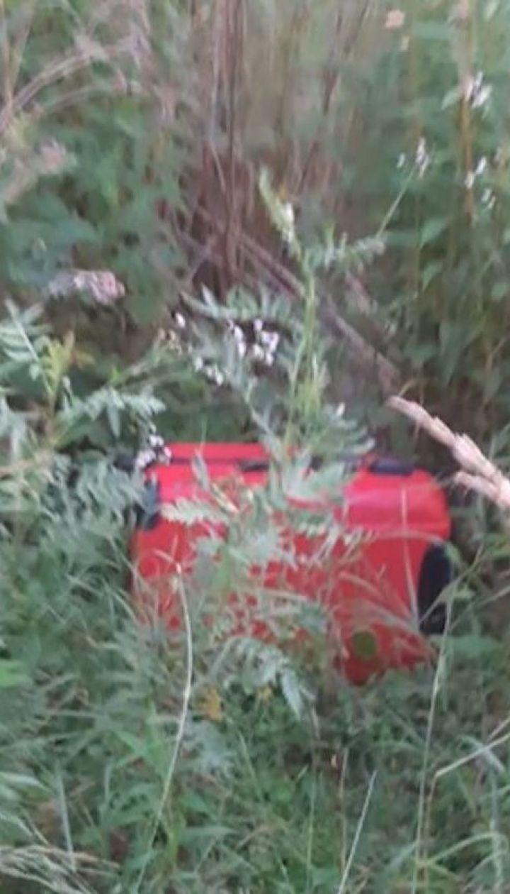 Трирічний хлопчик, якого знайшли у валізі в Чернівцях, міг померти від астми
