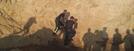 Дива не сталося. На Рівненщині під завалами піску знайшли мертвим хлопчика