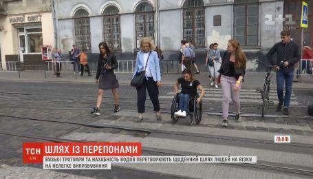 """""""Пройди з Іриною"""": львів'янка, яка пересувається на візку, запросила пройти з нею нелегкий шлях вулицями міста"""
