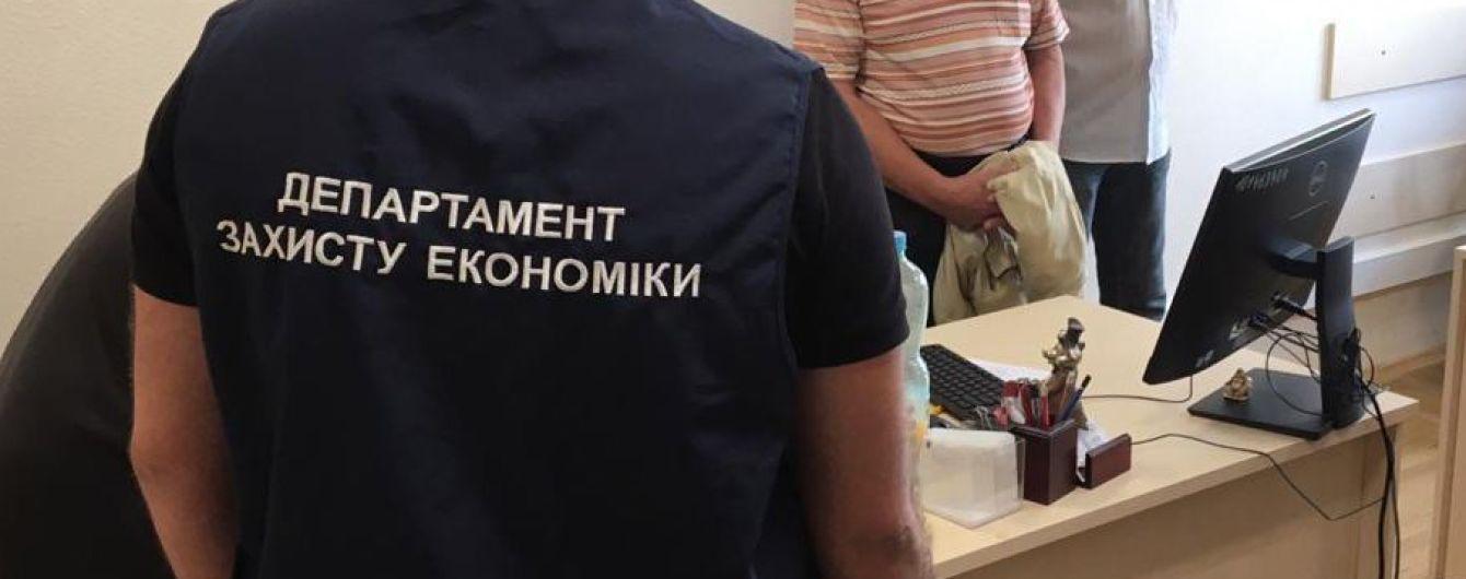 В Киеве на взятке задержали главного налогового ревизора столичной ГФС