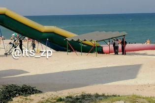 На популярном запорожском курорте в бассейне утонул 3-летний мальчик
