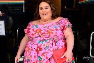 В розовом платье с изюминкой: яркая Крисси Метц на телешоу