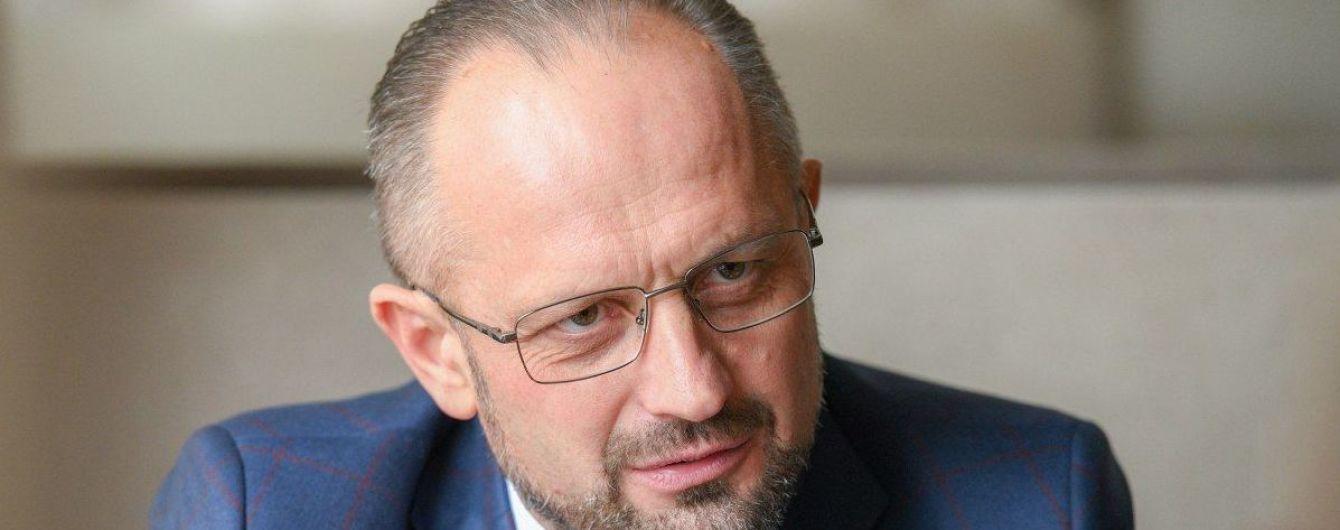 """""""Давайте знімемо рожеві окуляри"""": Безсмертний просить не анонсувати звільнення українських моряків"""