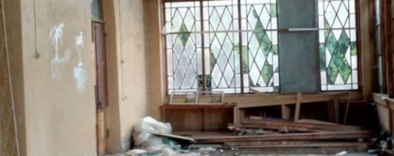 В оккупированном Крыму вандалы разбили уникальный дворец