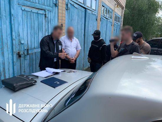 На Рівненщині на хабарі в 110 тисяч доларів затримали голову РДА, якого перед цим звільнив президент