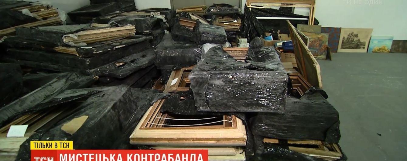 Таможенники перехватили сотню картин, которые ввозили в Украину под видом пустых рам
