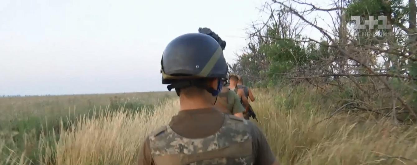 Жаркая от обстрелов ночь на Азове. Спецрепортаж ТСН с передовой на Донбассе