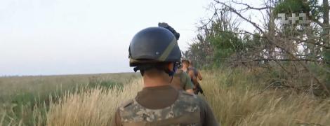 Спекотна від обстрілів ніч на Азові. Спецрепортаж ТСН із передової на Донбасі