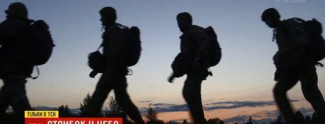 Новобранцев на Житомирщине заставили прыгать ночью с парашютом