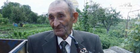 Долгожитель с Тернопольщины отметил 102-й день рождения с рюмкой и трубкой в руках