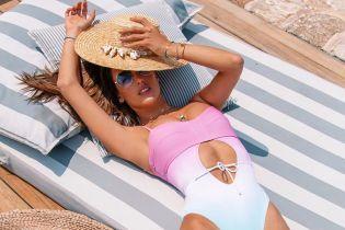 Ах, какие формы: Алессандра Амбросио в сексуальном купальнике позировала на лежаке