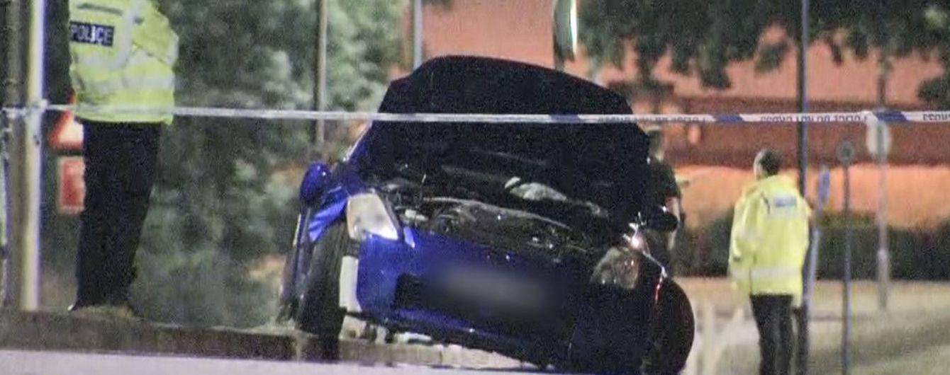 На уличных гонках в Британии авто врезалось в толпу, пострадали 17 подростков