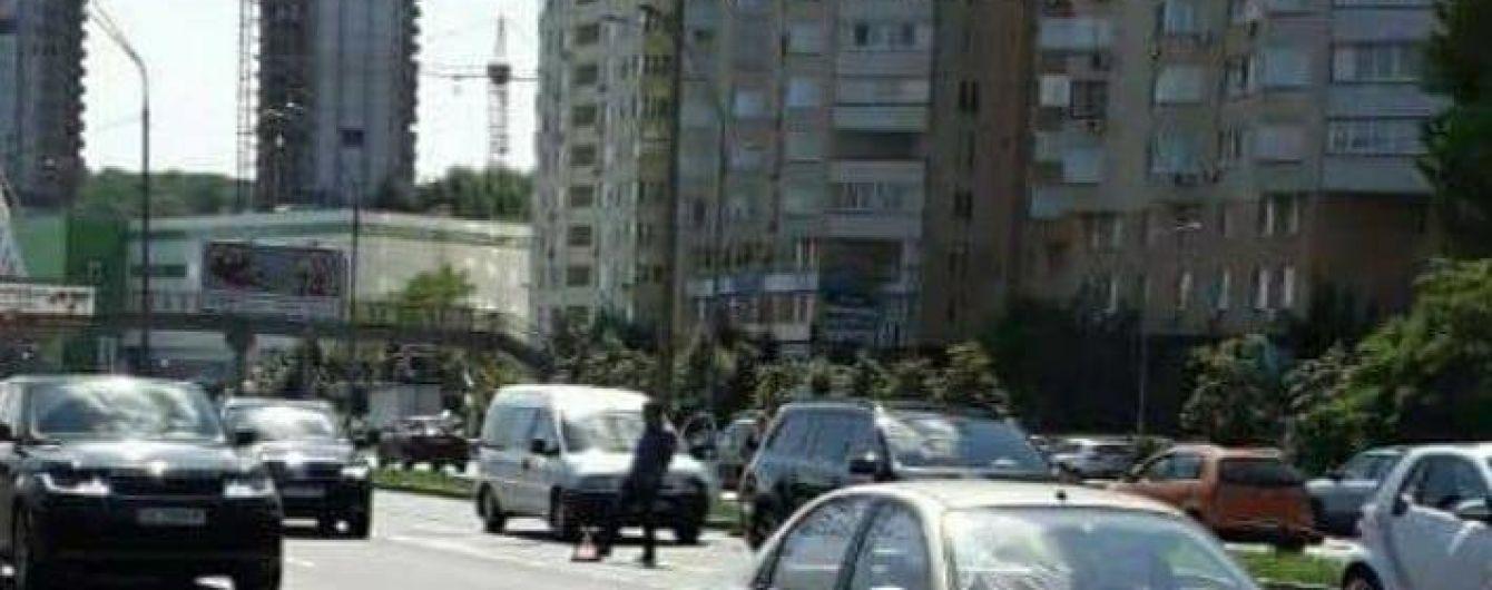 Ручний собака спровокував масштабну аварію у Києві