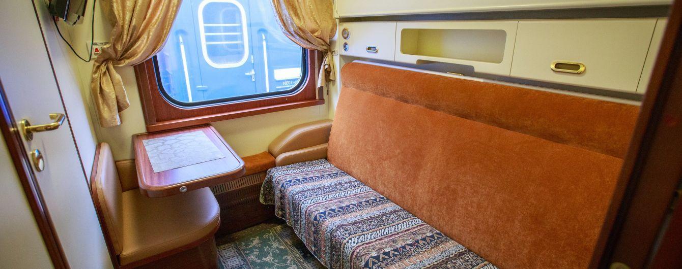 """Душ, телевізор та сейф у кожному купе. """"Укрзалізниця"""" додала VIP-вагон до поїзда Київ-Ужгород"""