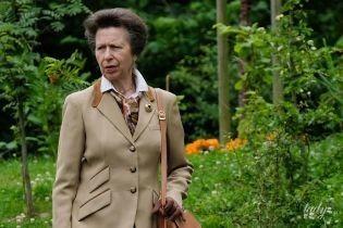Не такая стильная, как мама: дочь королевы Елизаветы II - принцесса Анна - вышла в свет в скромном наряде