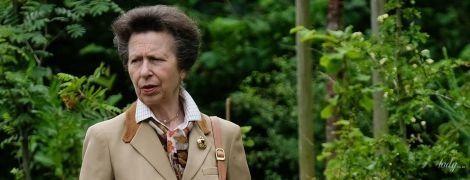 Не така стильна, як мама: дочка королеви Єлизавети II - принцеса Анна - вийшла в світ в скромному вбранні