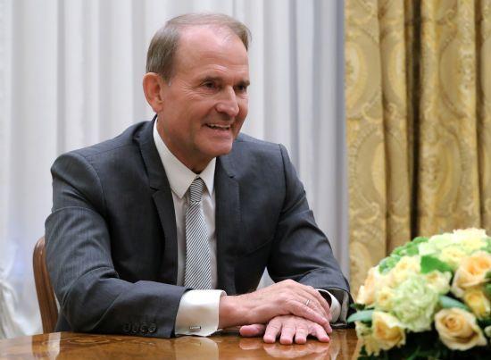 Зеленський назвав умови, за яких може позбавити Медведчука звання заслуженого юриста