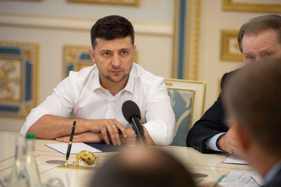 Зеленський звільнив 14 голів районних адміністрацій