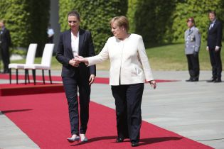 Щось змінилося, але довіра залишилася: німці обережно коментують стан здоров'я Меркель