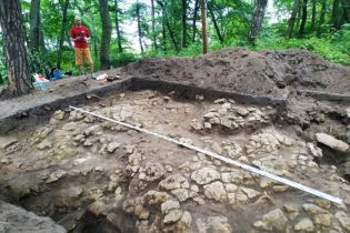 """Під Львовом розкопали сліди стародавньої культури. Археологи називають знахідку """"сенсацією"""""""