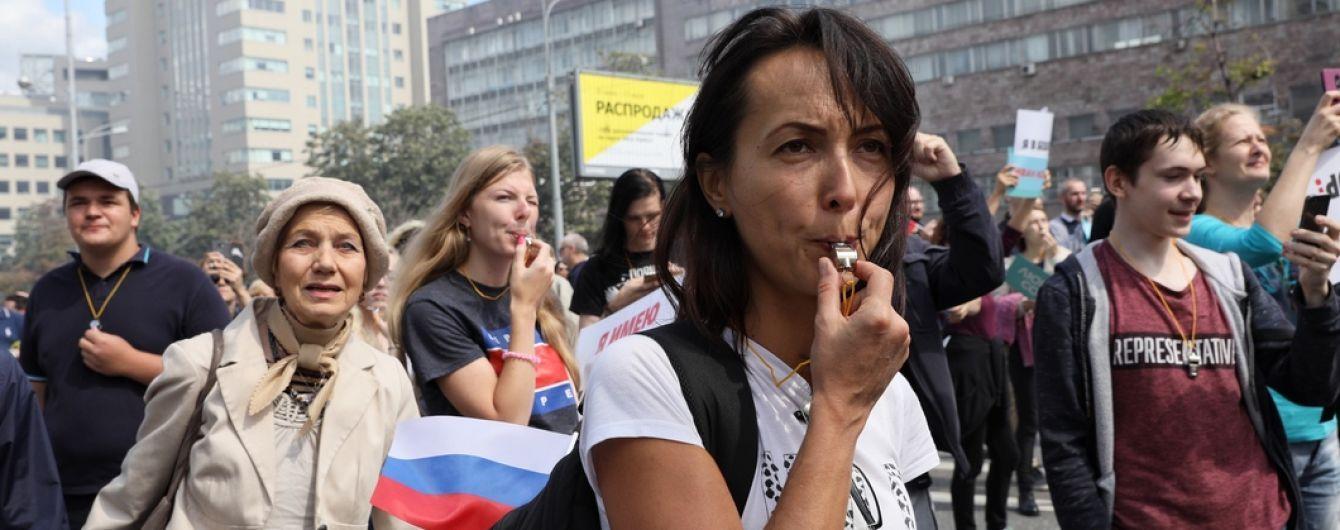В Москве 10-тысячная толпа требует допустить к выборам независимых кандидатов