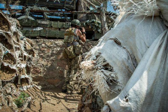 Бойовики на Донбасі 21 раз відкривали вогонь: боєць ООС загинув