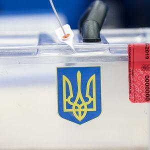 Вибори в Раду: ЦВК прийняла перші протоколи окружних комісій із мокрими печатками