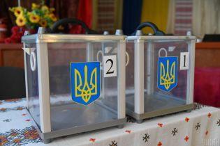 В Киеве председатель избирательной комиссии пришел на участок подшофе
