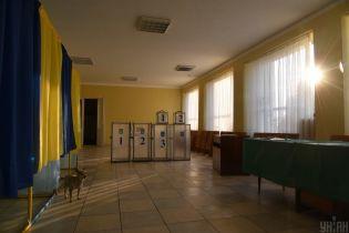 В Коростышеве возле избирательного участка задержали мужчин с оружием