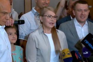 """""""Ніхто не знає, хто буде прем'єром"""": Тимошенко проголосувала на виборах"""