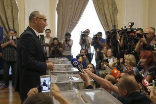 Лідери партій прийшли на дільниці і розповіли за кого і що голосували