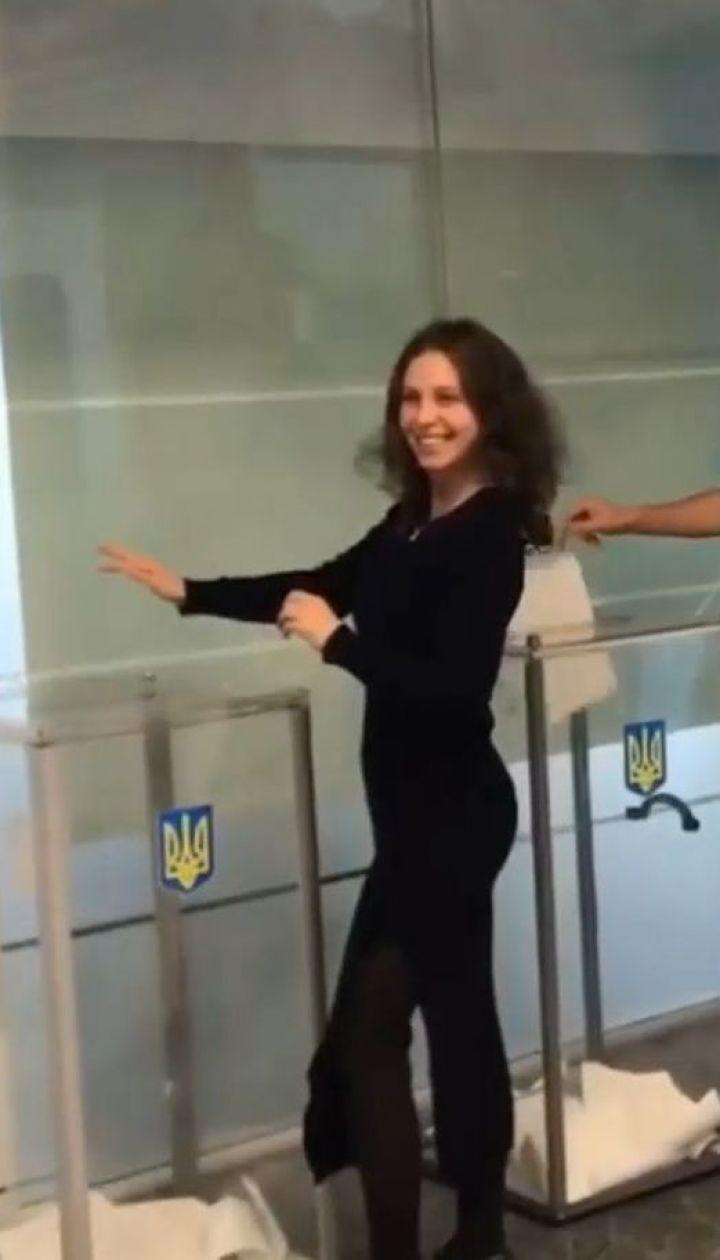 В Україні відбуваються позачергові вибори до парламенту