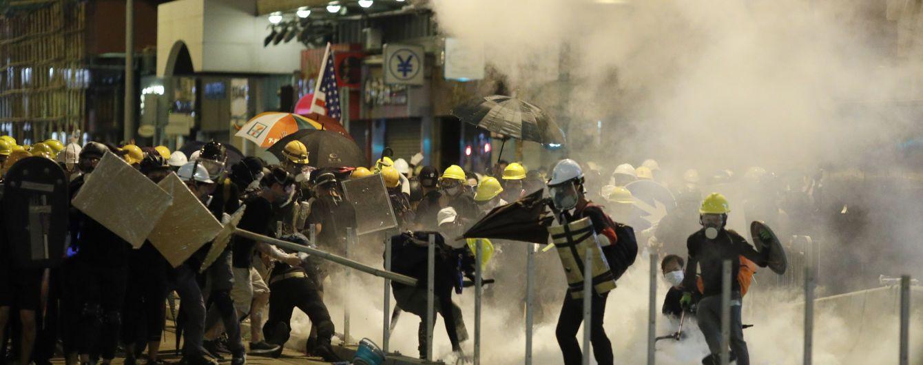 Газ, кийки і каміння: протести в Гонконзі стають все запекліші