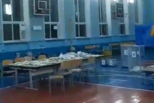 В Запорожье на избирательном участке распылили слезоточивый газ