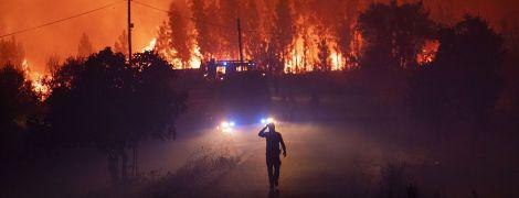 Тысячи пожарных борются с лесными пожарами в Португалии