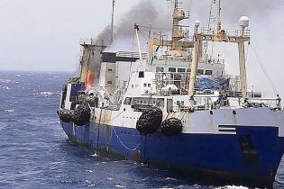 Журналіст оприлюднив відео пожежі на українському судні біля Мавританії і розповів про дивні деталі