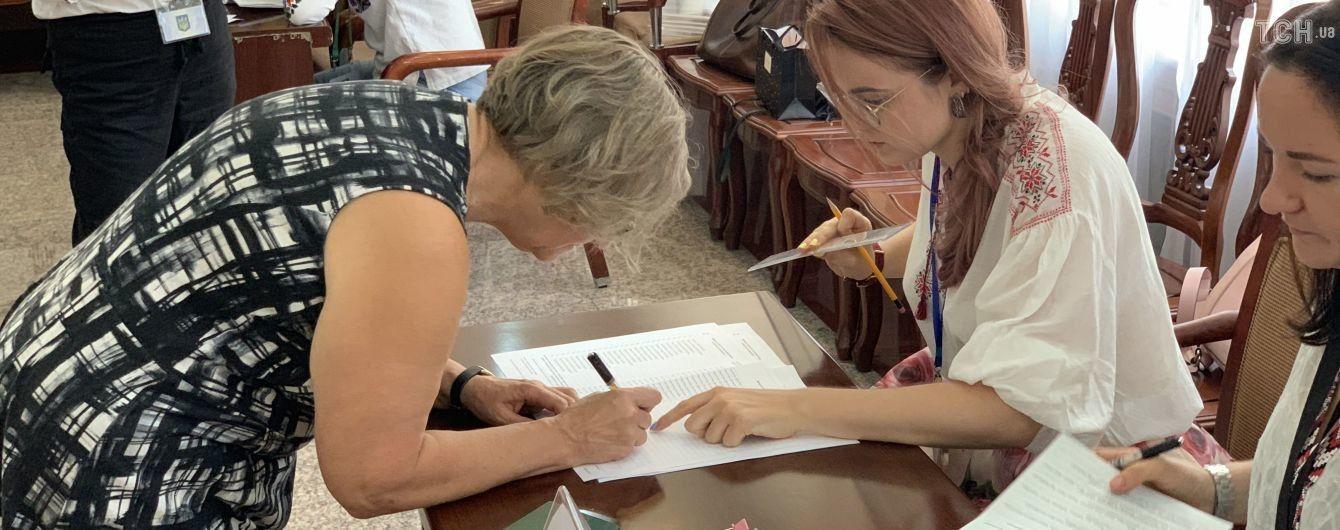 На зарубежных избирательных участках лидирует партия Порошенко