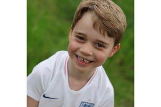 Сыну Кембриджей - принцу Джорджу - исполняется 6 лет: дворец поделился новыми снимками