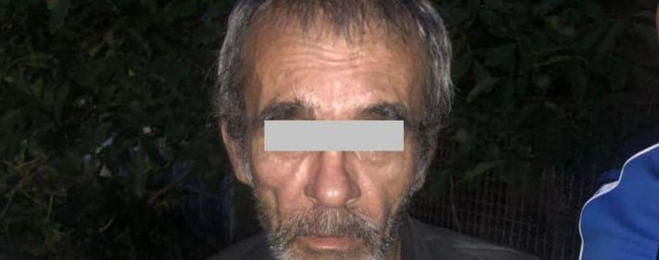 На Дніпропетровщині нерідний 65-річний дід всю ніч ґвалтував 13-річну дівчинку